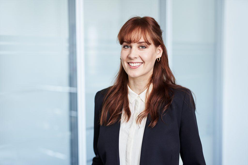 Portrait von Christin Scheurer, Research Consultant bei der Dr. Maier + Partner GmbH